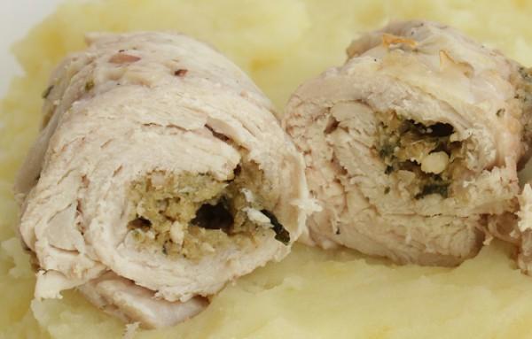 Рецепт                  Рулетики из индейки с орехами и сыром