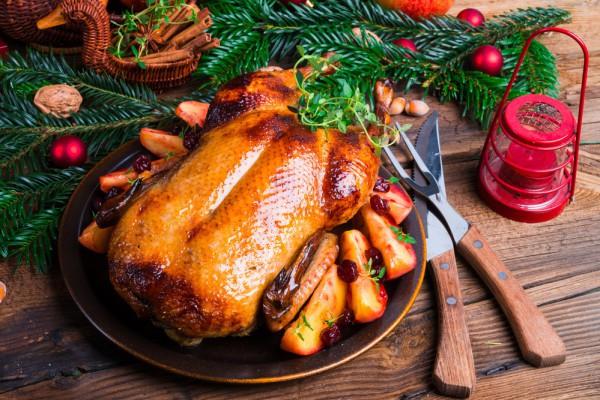 Блюда на Рождество: утка с яблоками