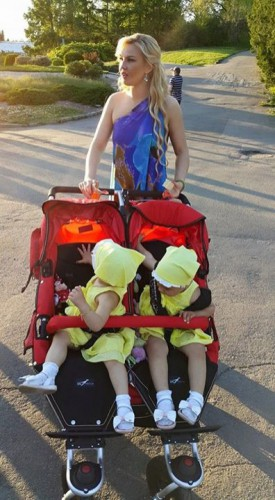 Камалия с дочерями Арабеллой и Мирабеллой
