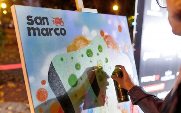 Графіті-художник Влад Pakooner створює картину фарбами компанії San Marco