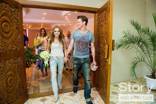 Алена Шоптенко решила пойти в ЗАГС в джинсах