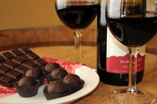 Черный шоколад подходит к красному вину