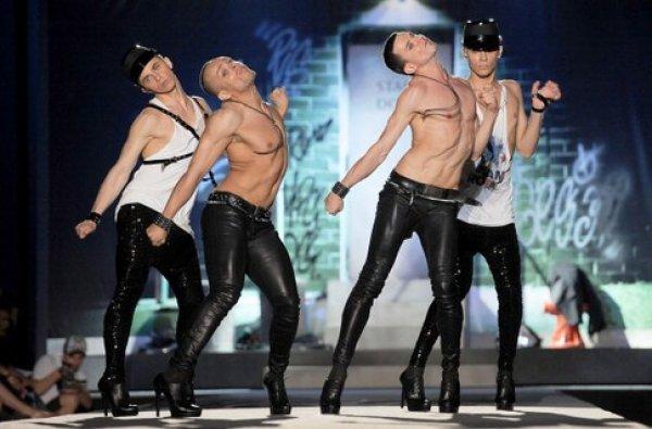 Сексуальные танцы мужчин