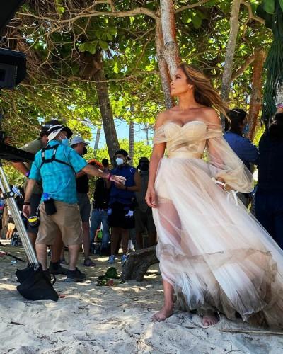 Джей Ло предстала в свадебном платье