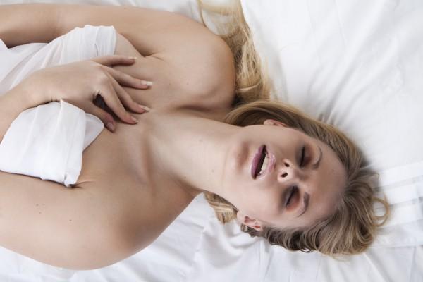 Женщина оргазм половой акт получают