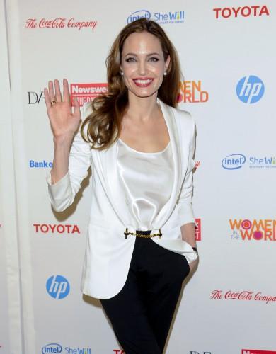 Анджелина Джоли выбрала дизайнера, которому доверяет