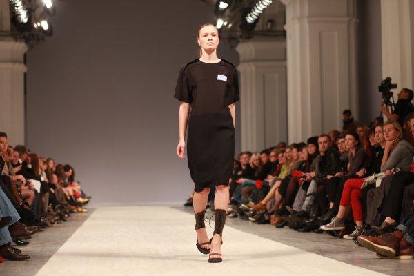 Униформа – главная тема коллекции Лилии Литковской весна-лето 2012