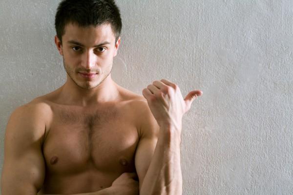 Отношение к геям меняется у мужчин, которые часто смотрит порно