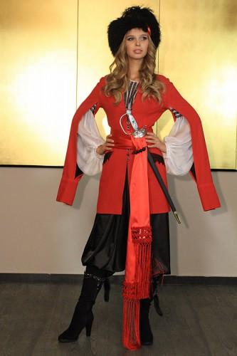 Мисс Украина Вселенная 2012 Анастасия Чернова в стилизированном костюме казака