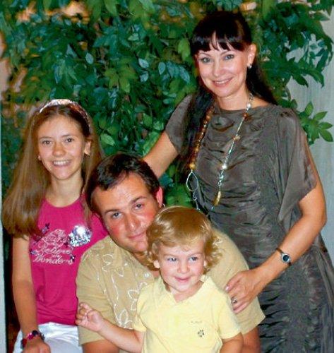 Нонна с мужем Александром, дочерью Настей и сыном Ильей