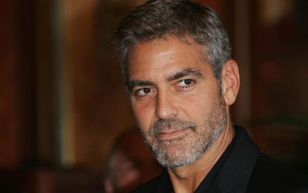 Джордж Клуни в отпуске с любимой и ее мамой