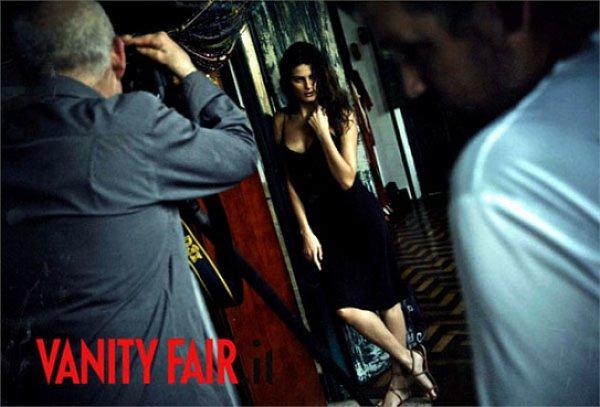 Фото с бэкстейджа съемки опубликовал журнал Vanity Fair