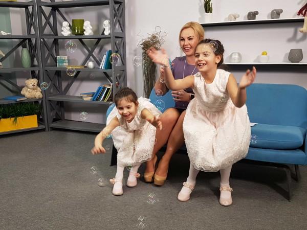 KAMALIYA с дочерьми-двойняшками