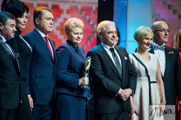 Человек года 2014: Лауреаты премии (со статуэткой президент Литвы)