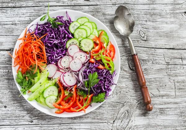 Постный салат из редиса и овощей