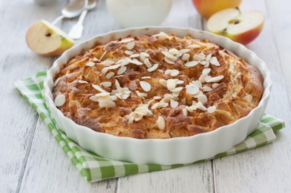 Постный пирог с яблоками и брусникой