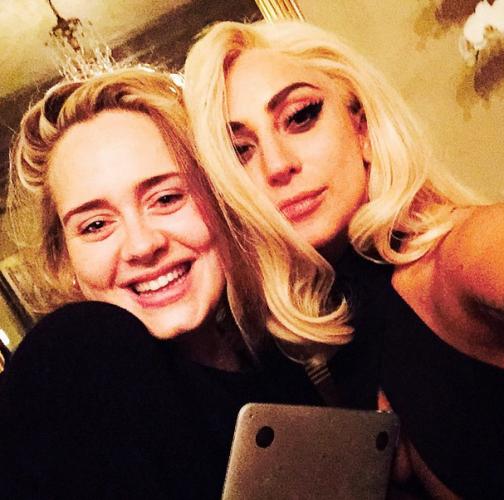 Lady GaGa показала фото, на котором певица Адель позирует без макияжа