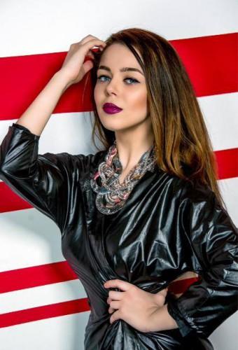 Украинская исполнительница Алина Гросу