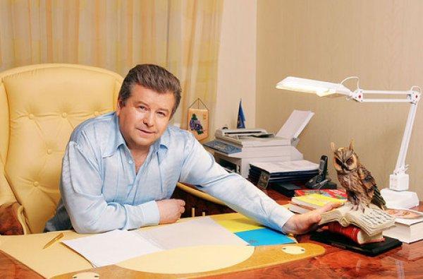 Михаила Поплавского увезли на скорой из телемарафона