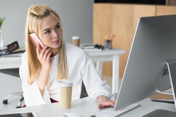 Постоянная работа у компьютера пагубно влияет на кожу лица