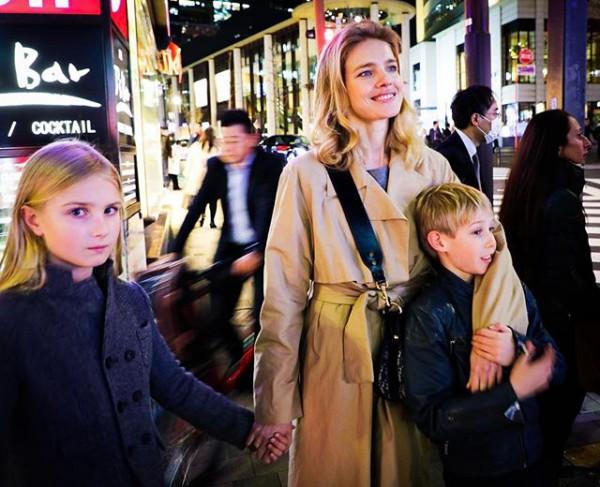 Наталья Водянова отдыхает сдетьми вЯпонии