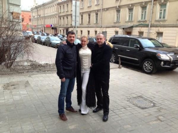Анастасия Волочкова и Бахтияр Салимов (слева)