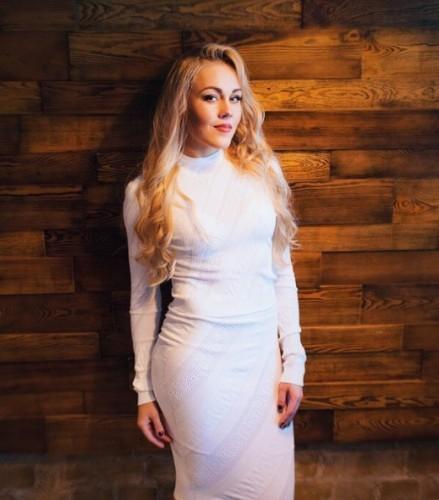Певица Alyosha фото