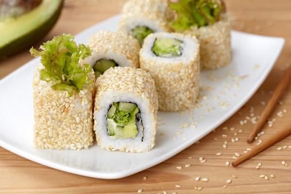 Рецепт суши: роллы с огурцом и авокадо