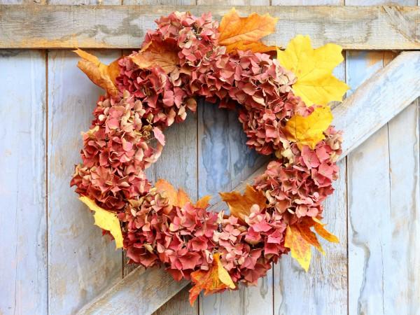 Осенний венок на двери