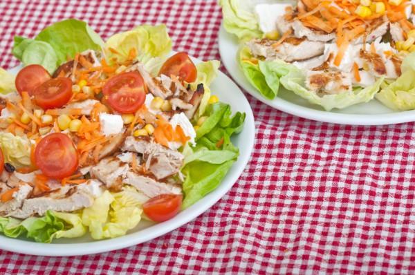 Рецепт                  Салат из курицы с кукурузой и овощами