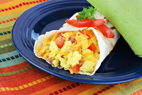 Рецепт                  Рулет из лаваша с жареным яйцом и сыром