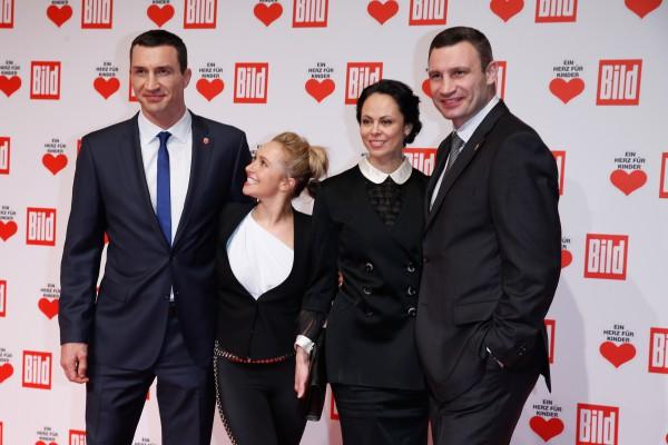 Владимир Кличко, Хайден Панеттьери, Наталья Кличко и Виталий Кличко