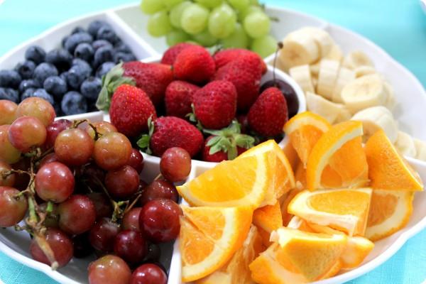 На званом ужине фрукты не едят руками