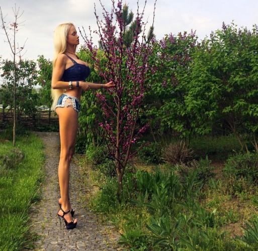 Одесская Барби похвасталась стройными ногами