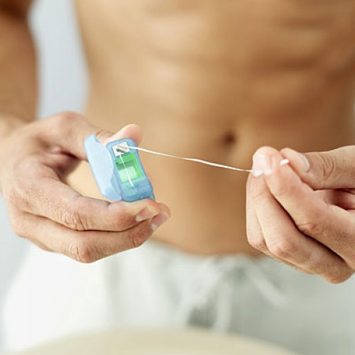 Регулярно пользуйся зубной нитью