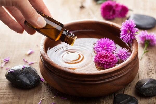 Как использовать эфирные масла в уходе за собой