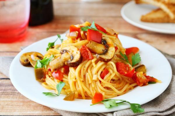 Спагетти с соусом для вегетарианцев