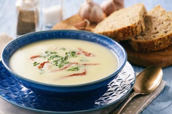Суп из корня сельдерея со сливками и беконом