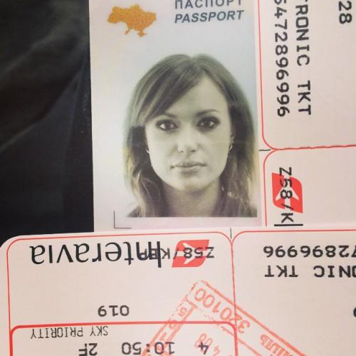 Фото с паспорта исполнительницы Славы