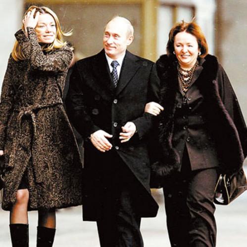 Президент Российской Федерации с дочкой Марией и женой Людмилой