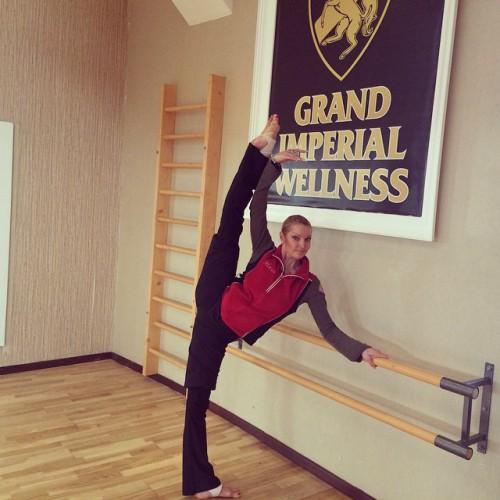 Российская балерина Анастасия Волочкова похвасталась растяжкой