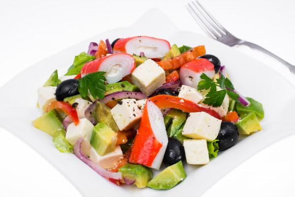 Крабовый салат с авокадо фото