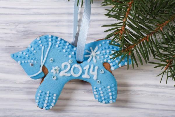 Новогоднее печенье 2014 в виде лошади можно повесить на елку