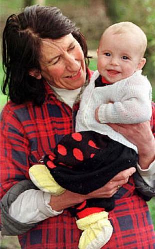 Своего второго ребенка женщина родила в 60 лет