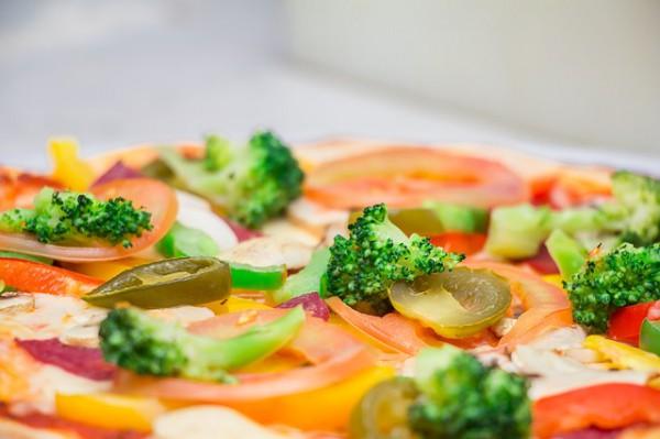 Пицца с овощной начинкой
