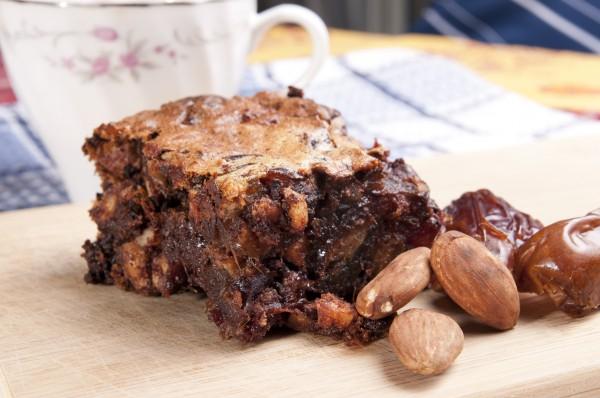 Пирог с финиками и орехами