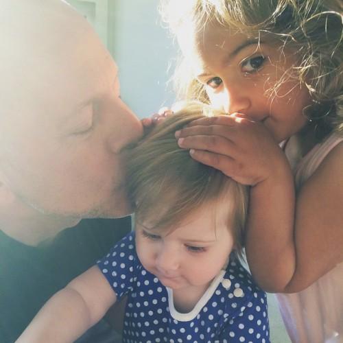 Брюс Уиллис с дочерями Мейбел Рей и Эвелиной