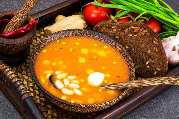 Томатный суп с фасолью