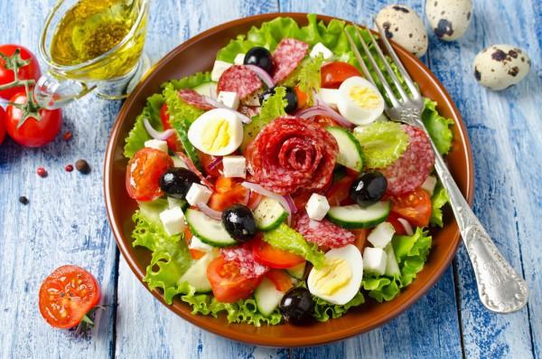 Салат с маслинами на Новый год