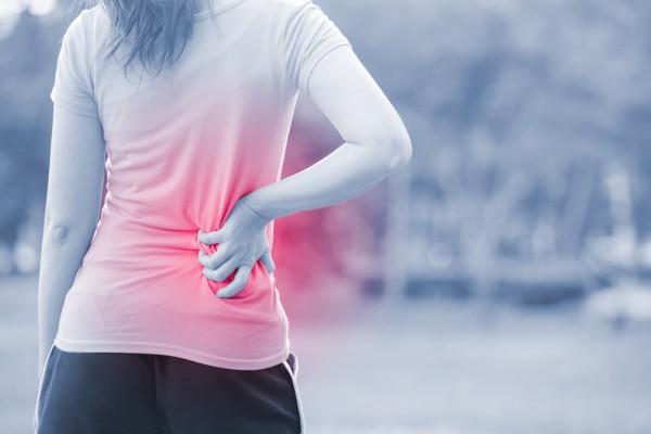 Боль в спине часто возникает после работы в саду